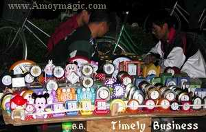 Fuzhou street vendors sell clocks